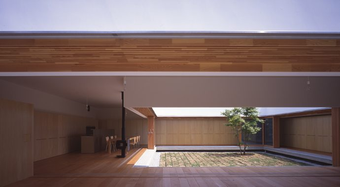 The clean, minimal and serene Cloister House by Tezuka Architects. While on  the surface quite different to Richard Rogers' Wimbledon House, ...