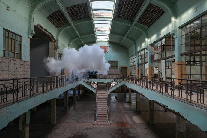 Berndnaut-Smilde,-Nimbus-Waterschei,-2014,-Courtesy-the-artist-and-Ronchini-Gallery-(2)_WEB